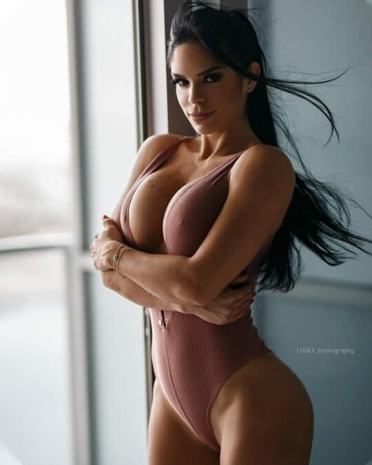 michelle-lewin hot pictures