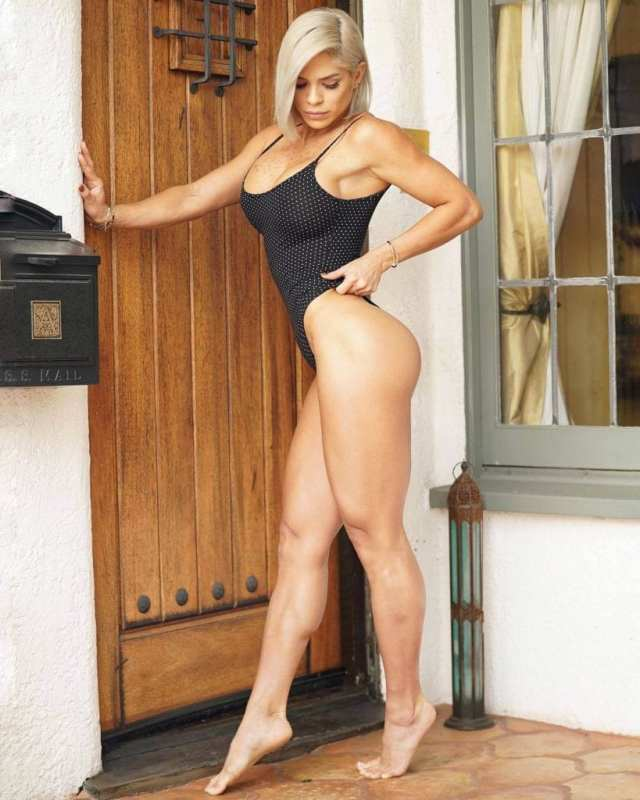michelle-lewin-thighs