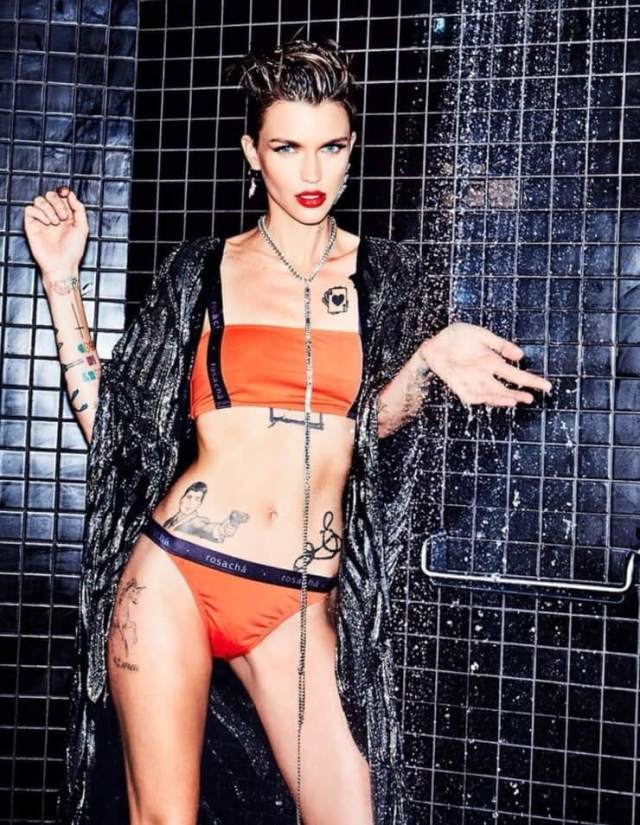 ruby rose boobs hot cleavage (2)