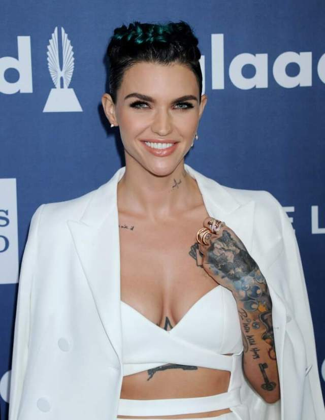 ruby rose sexy cleavage (3)