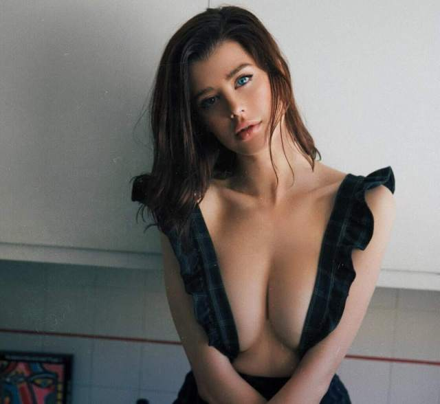 sarah mcdaniel sexy side boobs pictures (2)