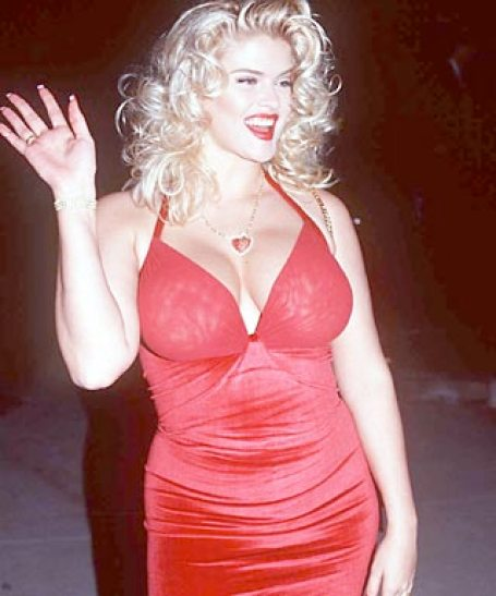 Anna Nicole Smith hot busty pic (2)