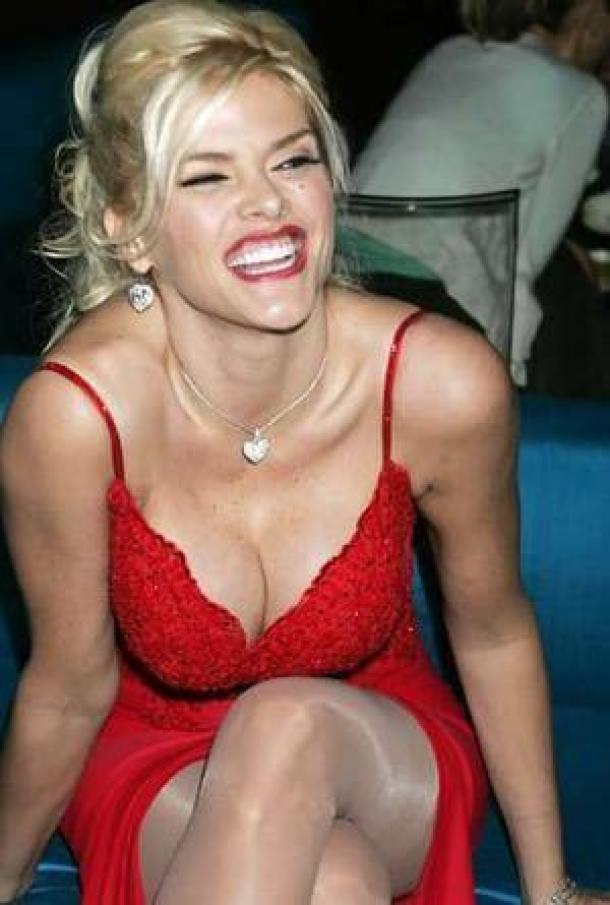 Anna Nicole Smith sexy cleavage pics