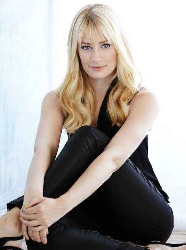 Beth behrs beautiful pic (1)