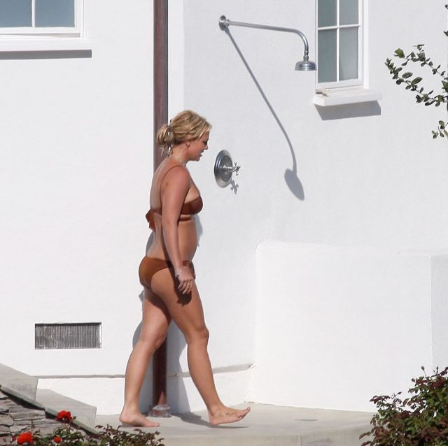 Britney Spears hot feet pictures (1)