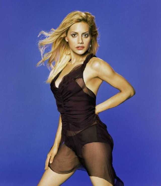 Brittany Murphy sexy look pic (1)