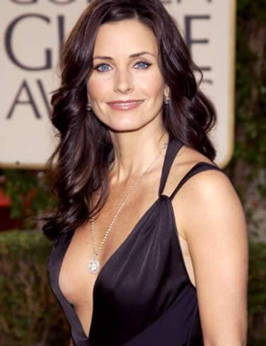 Courteney Cox hot cleavage pic