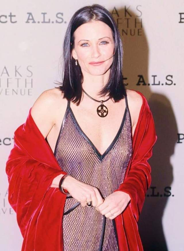 Courteney Cox hot cleavage pics