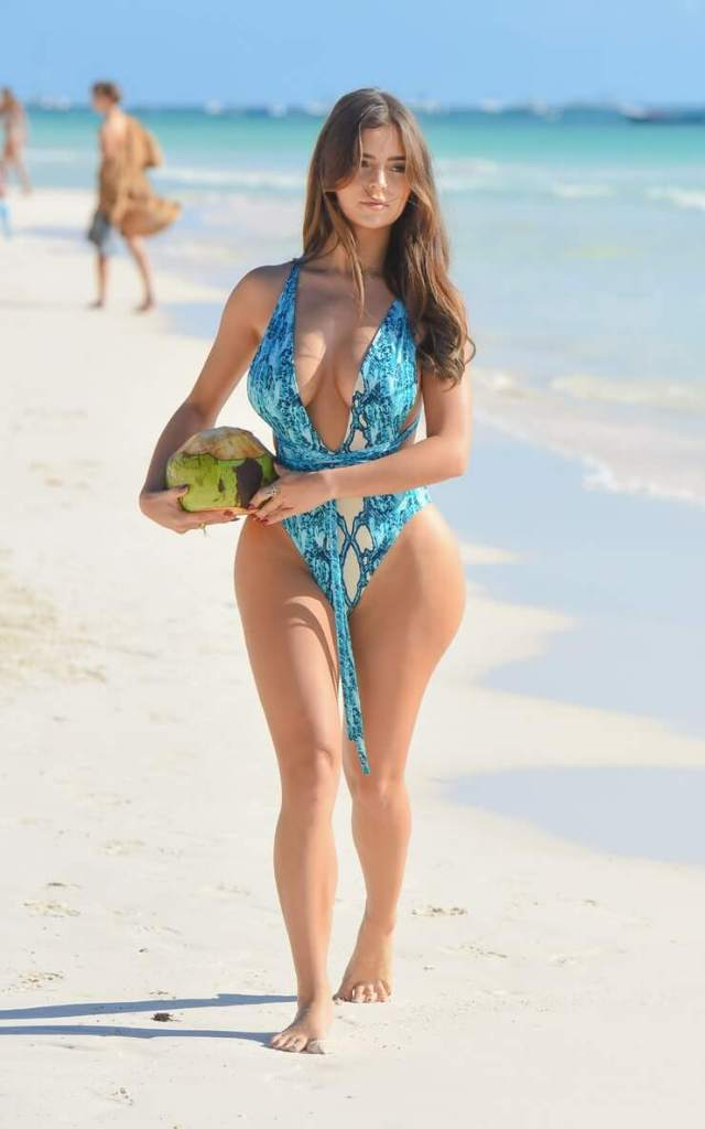 Demi Rose sexy tits pictures (3)