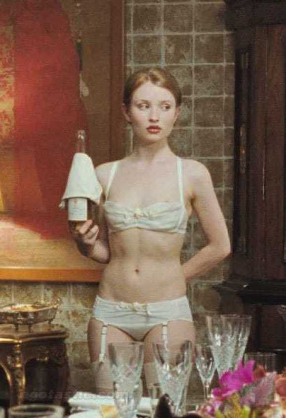 Emily Browning sexy bikini pictures