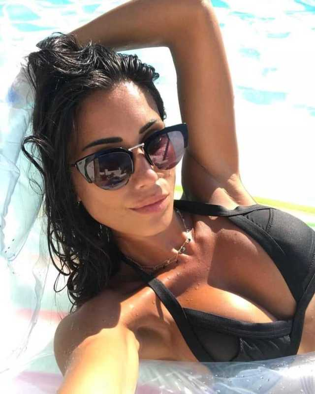 Federica Nargi sexy cleavage pictures
