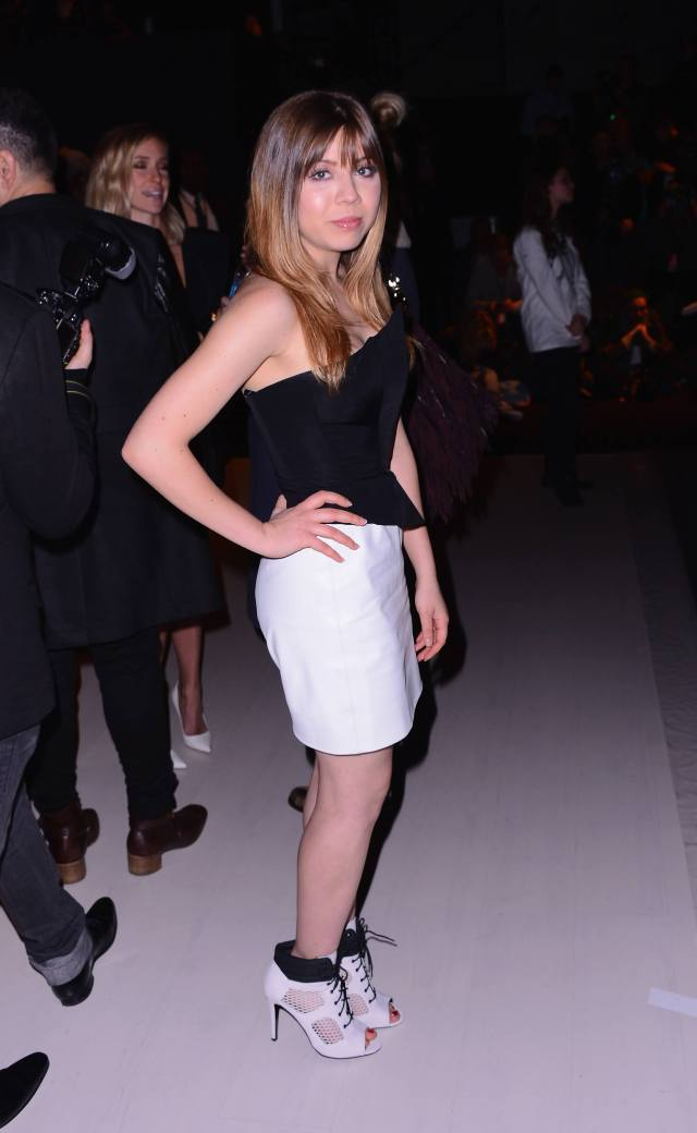Jennette mccurdy sexy toes
