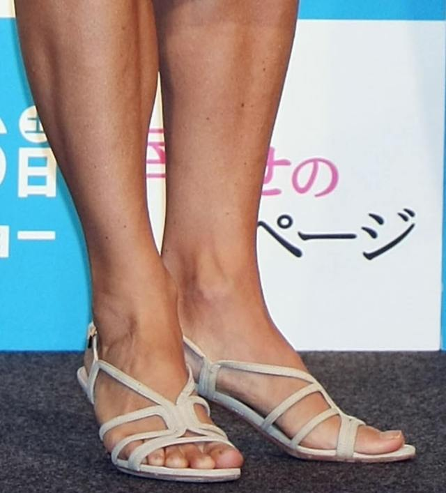 Jodie Foster sexy feet picture