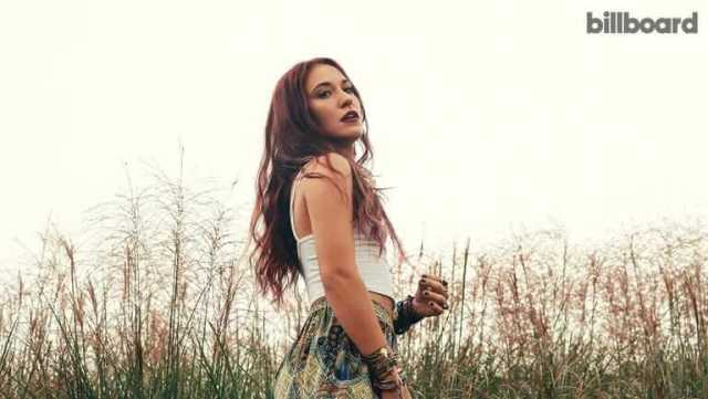 Lauren Daigle hot side pictures