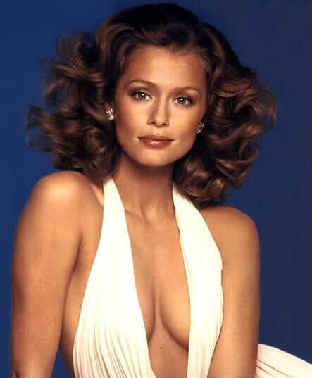 Lauren Hutton sexy cleavage pic (3)