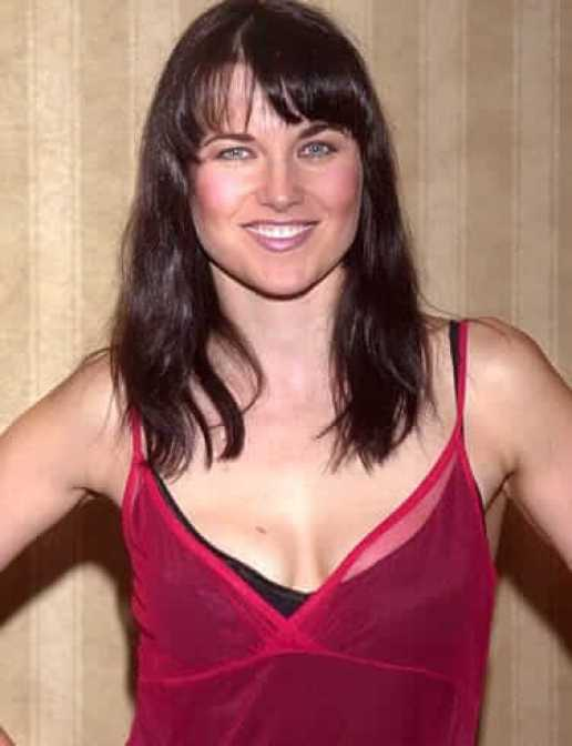 Lucy Lawless side boobs