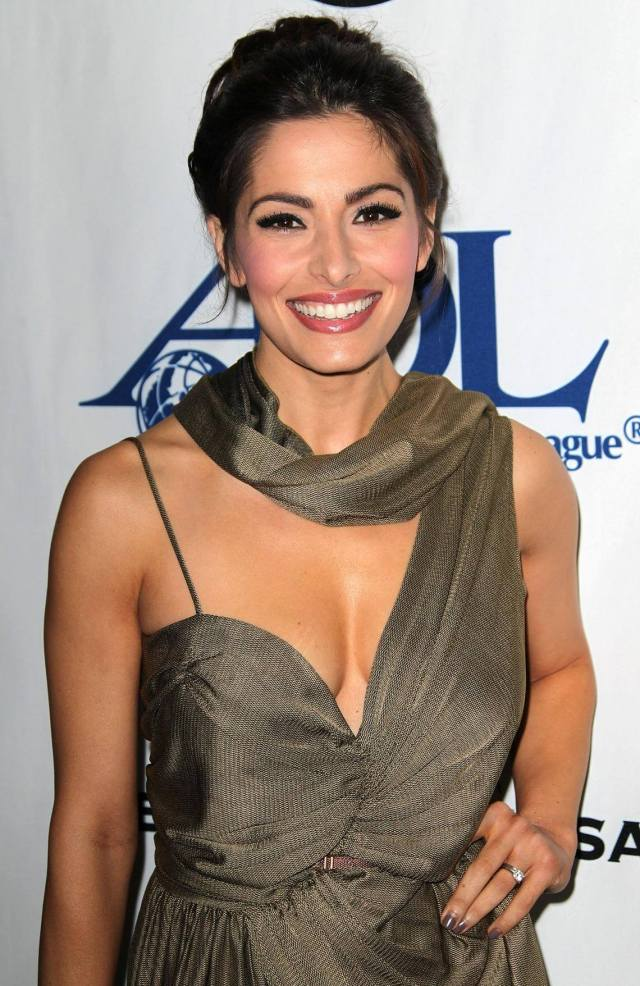 Sarah shahi hot pictures