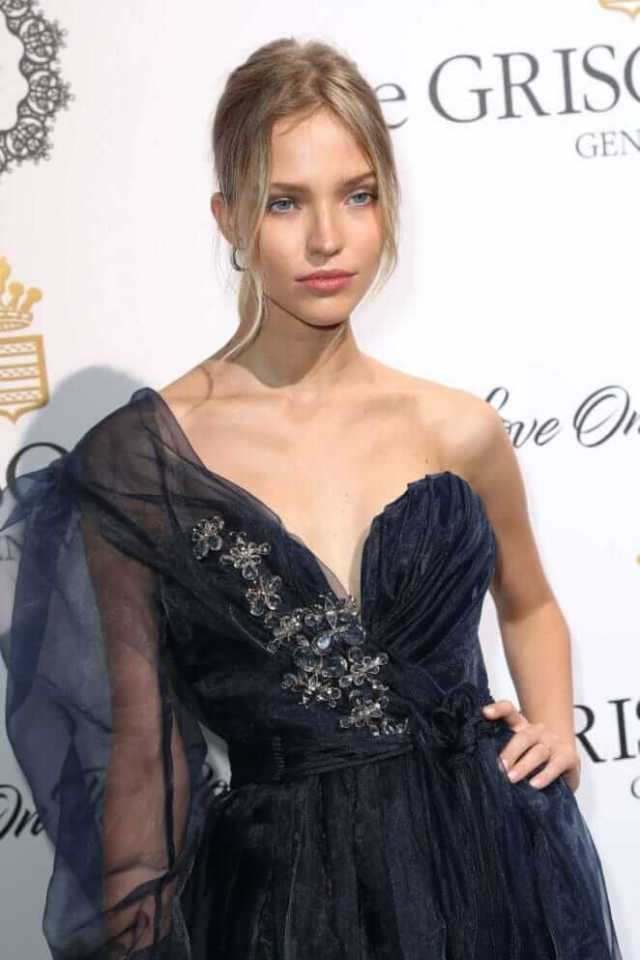 Sasha Luss hot cleavage pic