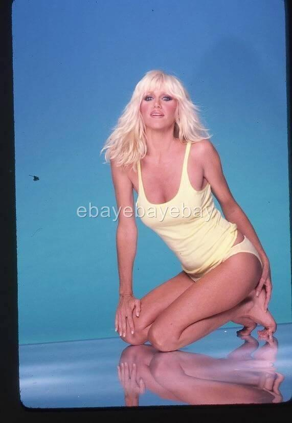Suzanne Somers sexy cleavage