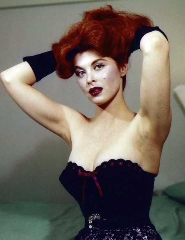 Tina Louise hot boobs pics