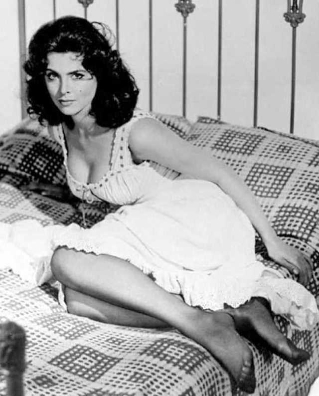 Tina Louise hot pictures (2)