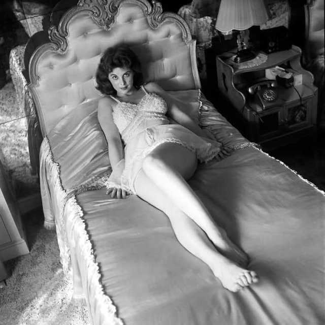 Tina Louise sexy feet pictures