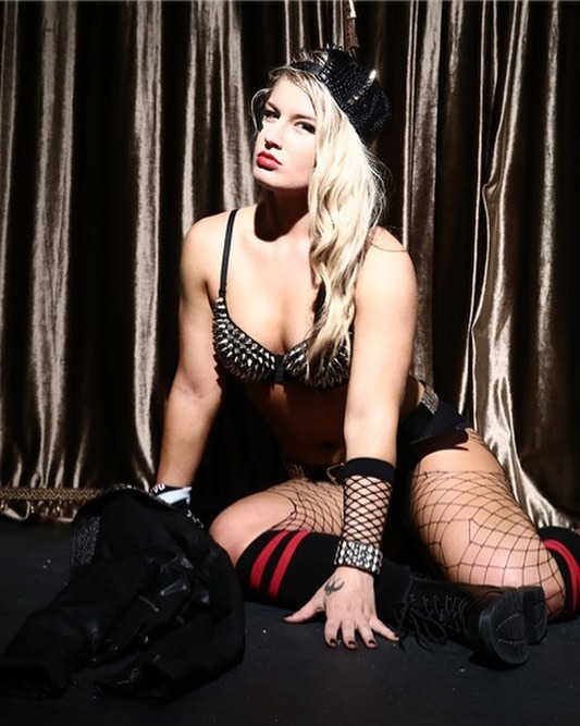 Toni Storm sexy cleavage pictures