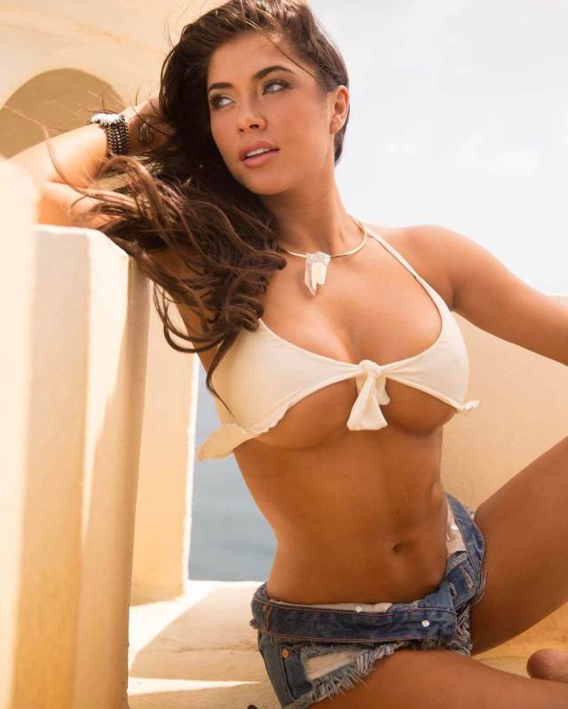 arianny-celeste-sexy-cleavage
