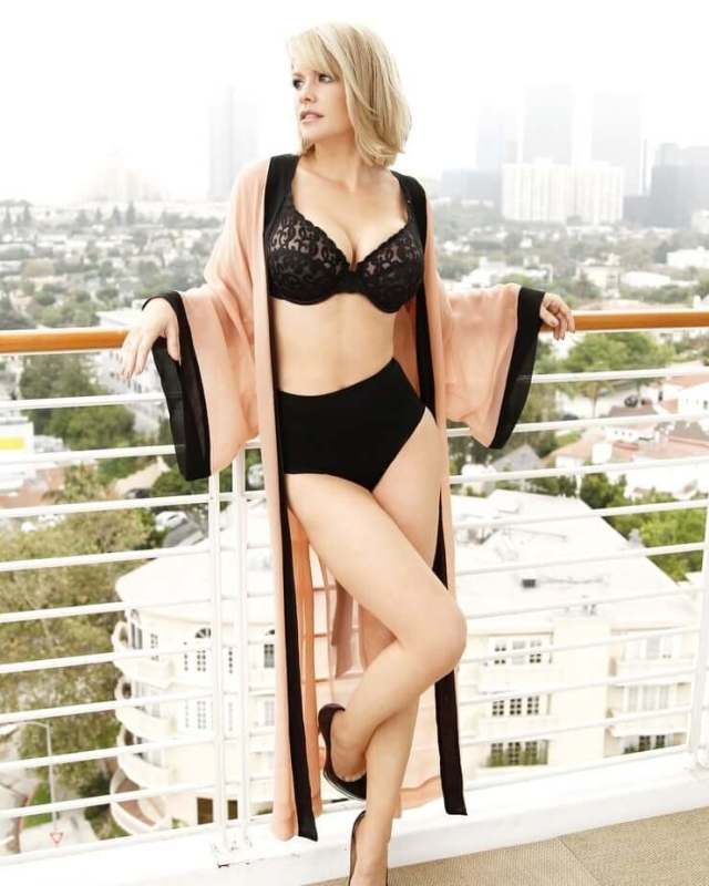 carrie keagan hot cleavage pictures