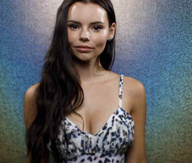Hottest Eline Powell Bikini Pictures Will Make You Fantasize Her