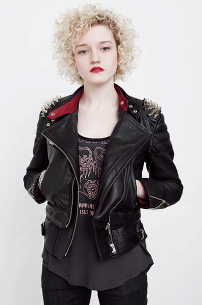 julia garner lips hot