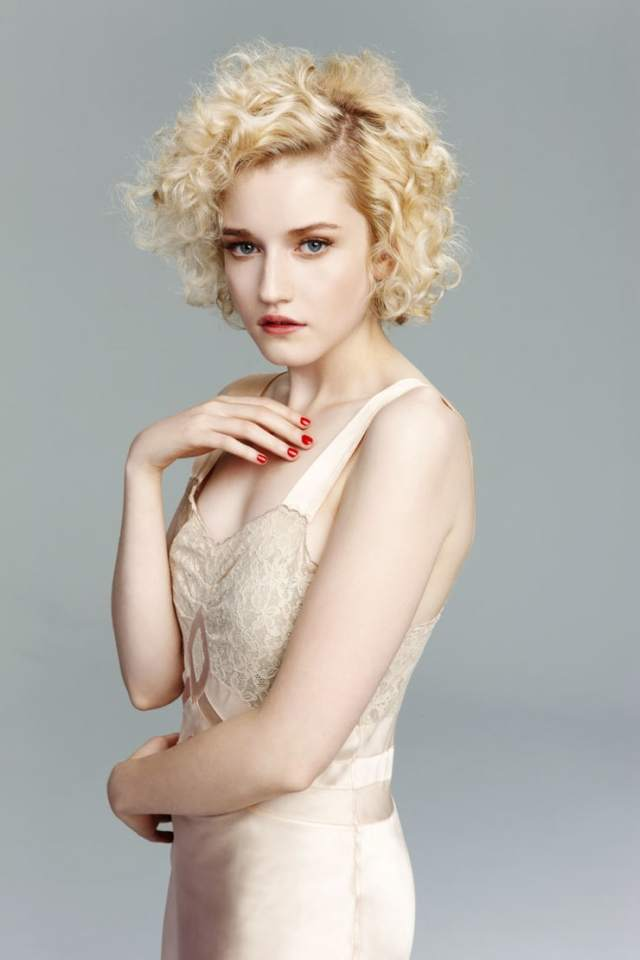 julia garner side boobs