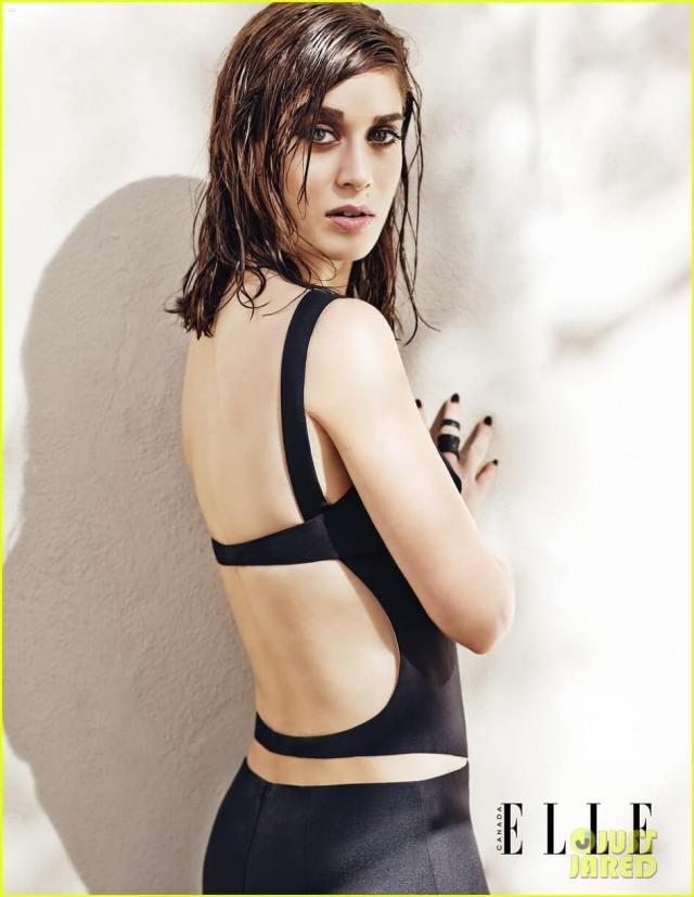 lizzy caplan sexy side pic