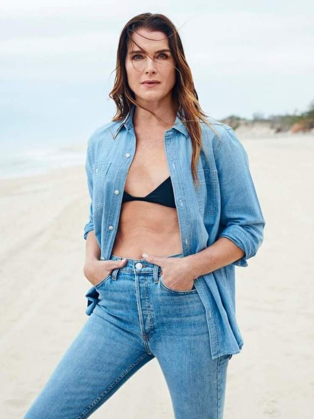 Brooke Shields sexy cleavage pics