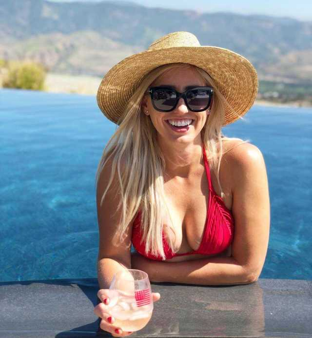 Courtney Force cleavage (2)