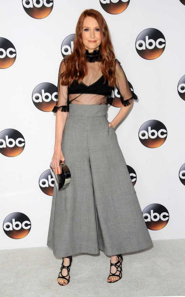 Darby Stanchfield sexy look pics