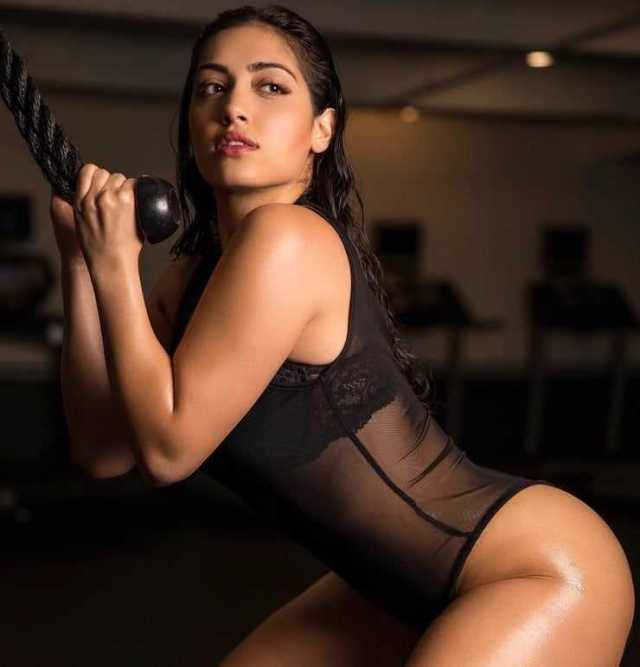 Inas X sexy side butt pics