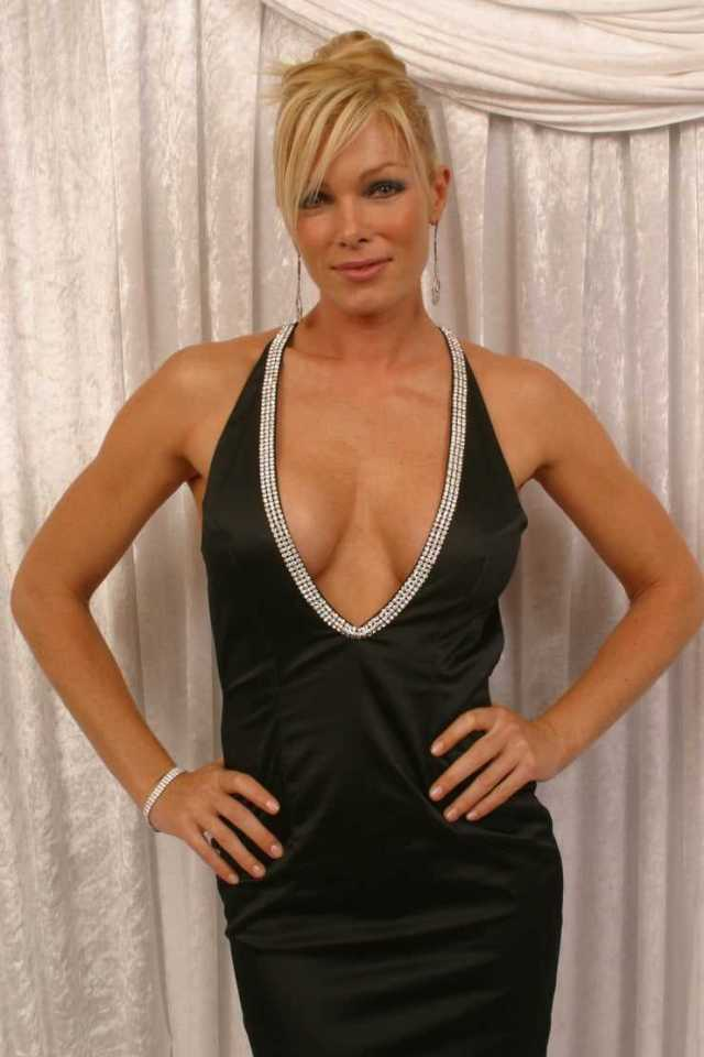 Nell McAndrew tits pictures