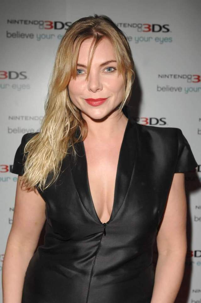 Samantha Womack cleavage pictures