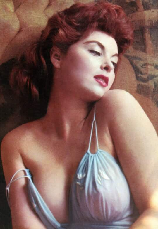 tina louise sexy boobs (2)