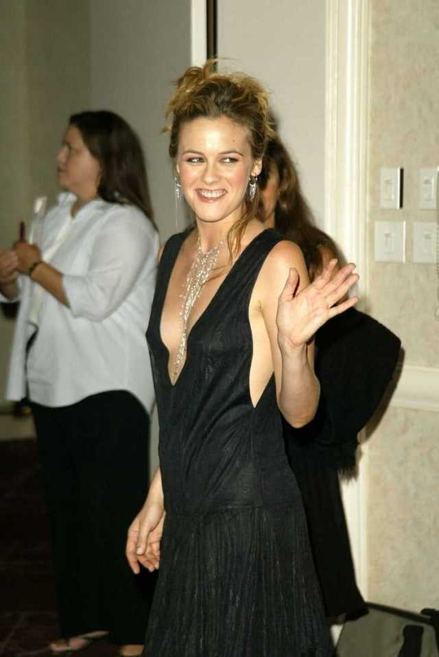 Alicia Silverstone side boobs pictures