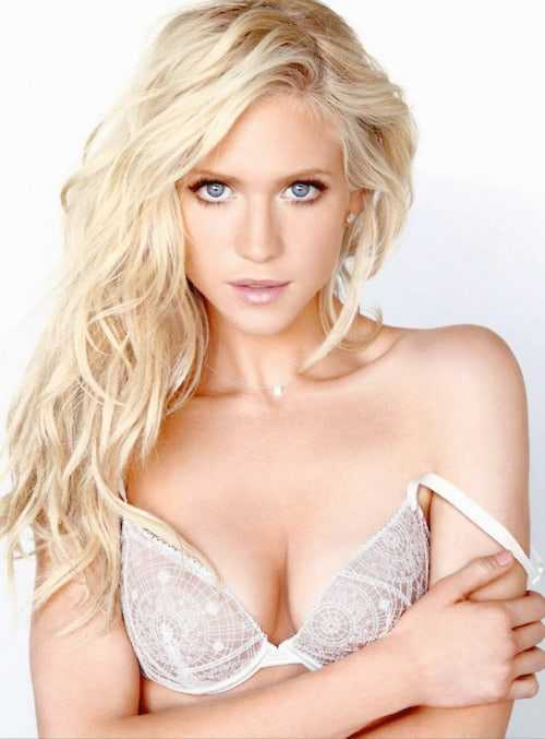 Brittany Snow cleavage pictures