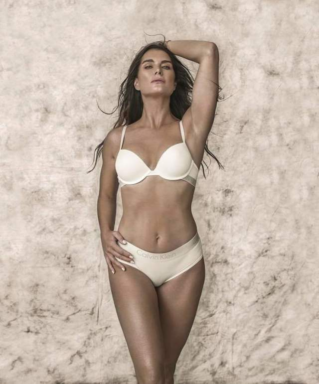 Brooke Shields sexy lingerie pic