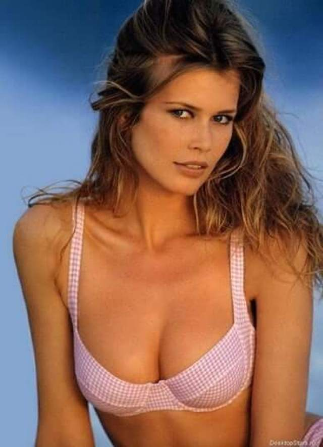Claudia Schiffer sexy boobs