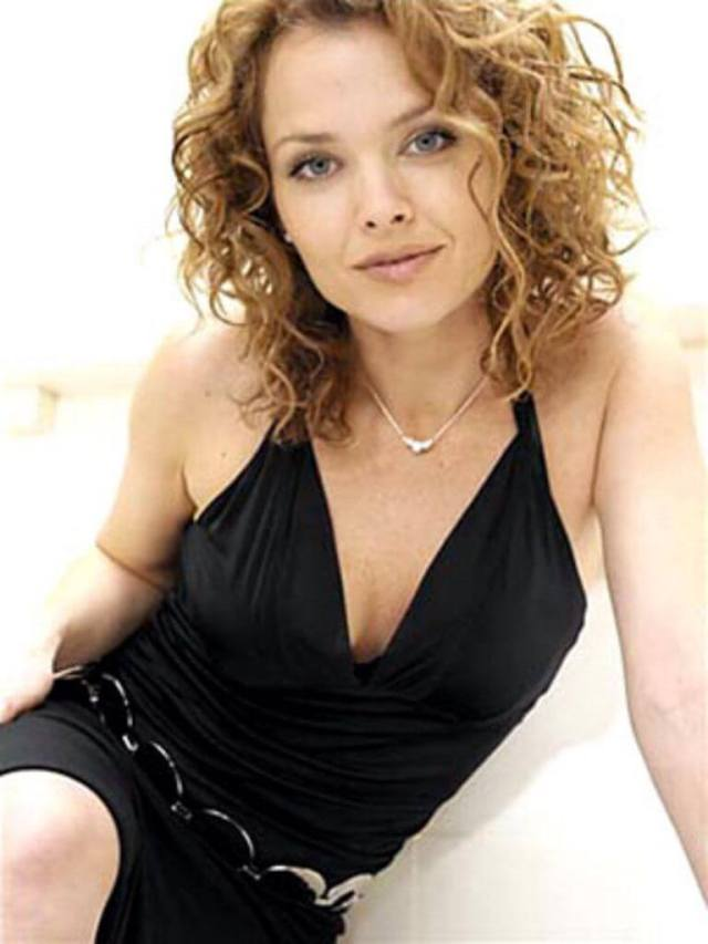Dina-Meyer-awesome-picture