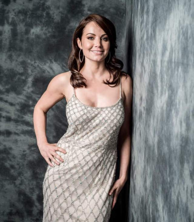 Erica Durance cleavage