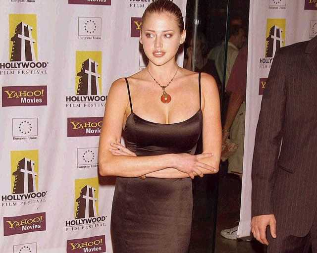 Estella Warren busty pictures (2)
