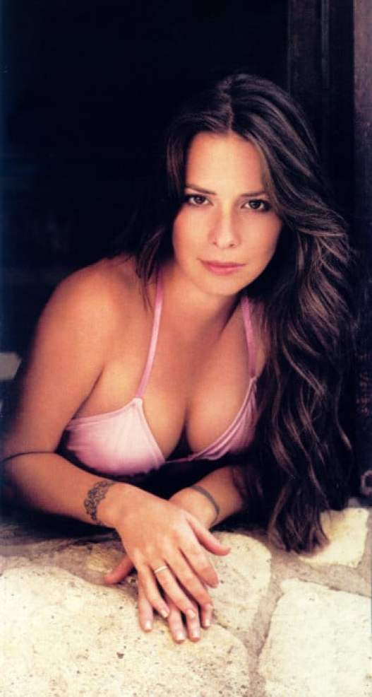Holly Marie Combs hot boobs