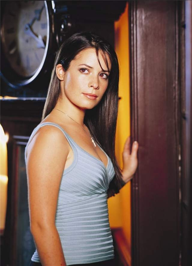 Holly Marie Combs hot isde pic