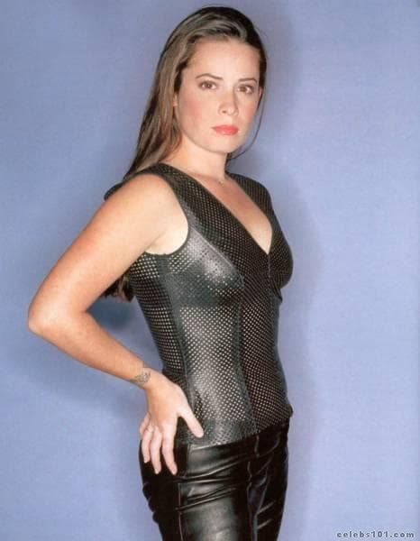 Holly Marie Combs hot side picture